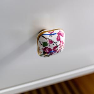 april modern virágos kerámia bútorgomb